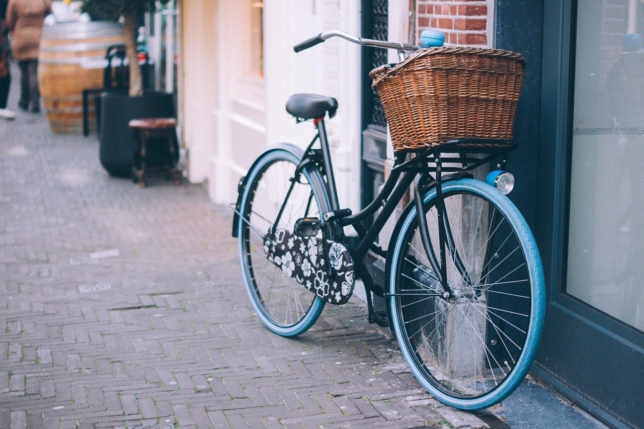 Noa Khamallah présente les avantages des déplacements quotidiens avec un vélo électrique